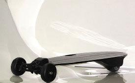 Трехколесный скейтборд с Bluetooth.