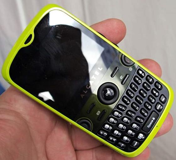 Телефоном alcatel с полноценной qwerty